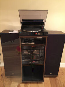 SANSUI SYSTEM WITH STAND AND TOWERS