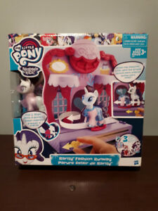 """MY LITTLE PONY"" RARITY FASHION RUNWAY....BRAND NEW!"