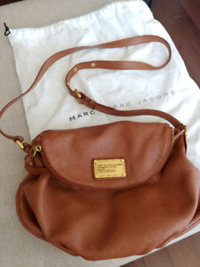 Marc by Marc Jacobs Classic Q Natasha in smoked almond