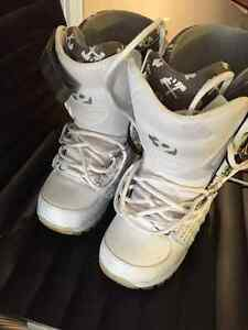 Women's 32 Lashed Snowboard Boots - Size 8 Peterborough Peterborough Area image 3