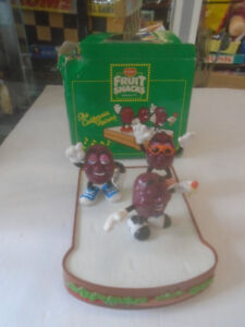 CALIFORNIA RAISINS FIGURES DEL MONTE 3 PACK NECKERCHIEF MUG