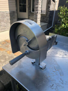 VEGETABLE  SLICER WITH STAINLESS STEEL TABLE