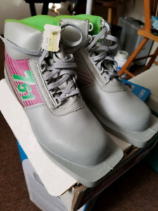 Cross Country Ski Boots - women's size 6 - never used