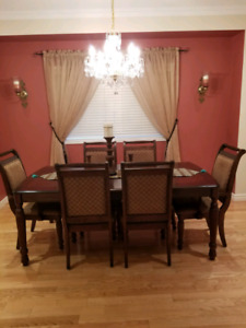 Beautiful Dinner Table with 6 Chairs
