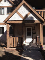 *Newly Renovated* 2 Bedroom Townhouse Condo – Charleswood