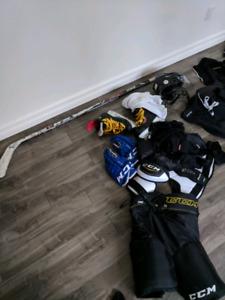 Equipement de hockey a vendre.