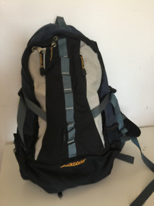HIGH QUALITY FRAME MESH BACKSIDE, ASOLO BACKPACK WITH RAINCOVER