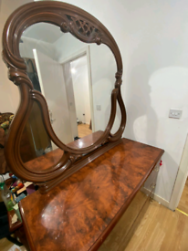 Mirror With Makeup Table