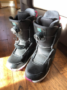 DC SEARCH BOA SNOWBOARD BOOTS - WOMEN'S - SIZE 6 - LIKE NEW