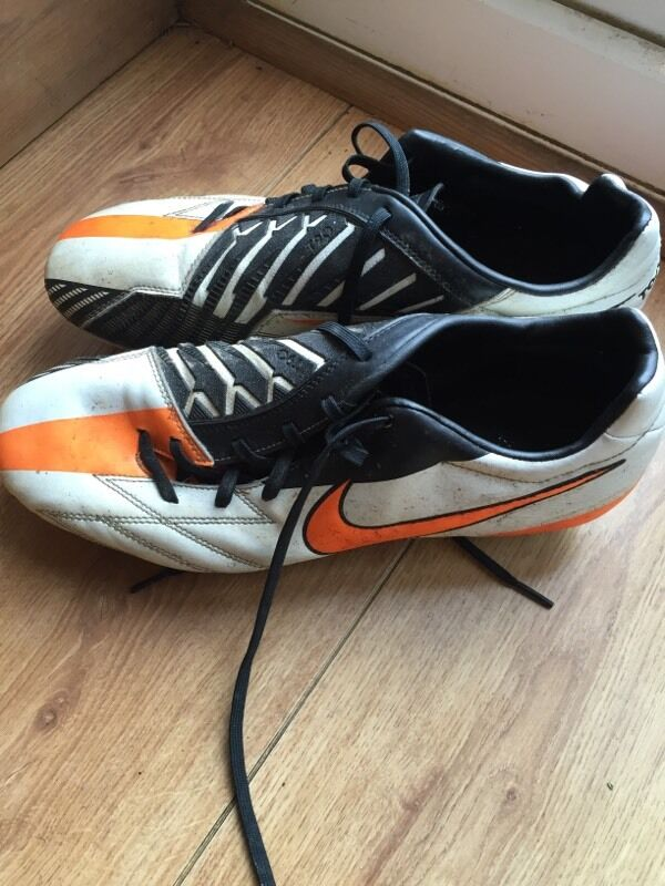 Mens Nike Football Bootsin Plymouth, DevonGumtree - Size 9 studded football boots. Need a clean but ideal for any player looking for cheap second hand boots
