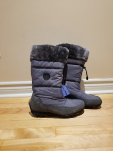 Winter boots / Bottes d'hiver SIZE 7.5 (ALLROUNDER By Mephisto)