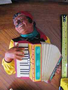 Statuette Murale en platre Romany Accordion rare accordéon