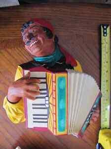 Statuette Murale en platre Romany Accordion rare accordéon