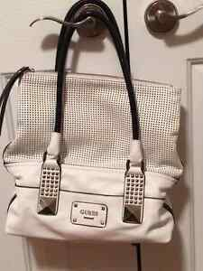 Women 1 Guess Bag white
