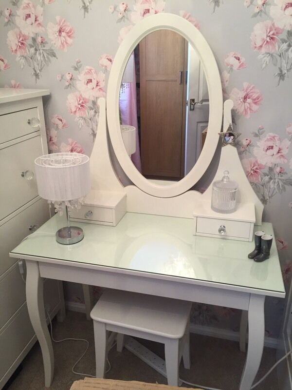Ikea hemnes dressing table stool in durham county for Ikea dressing table hemnes
