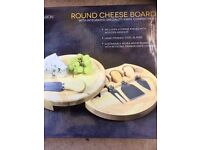 Occasion Round Cheese Board with 4 x Cheese knives