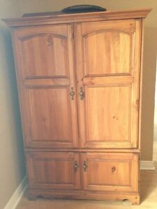 Armoire/television cabinet