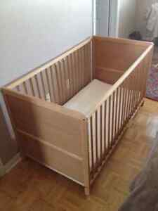 Crib or Playpen with mattress - Excellent condition
