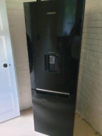6ft Samsung fridge freezer good condition can deliver