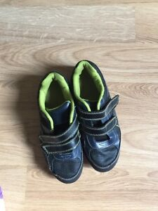Shoes youth ($1 each)