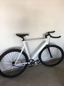 Aventon Mataro Fixed Gear / Single Speed Bicycle in Satin White