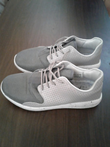 Mens Jordan Eclipse White and Gray color shoes size 10
