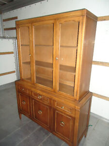 DREXEL FURNITURE CHINA CABINET