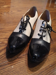 Fluevog K2 Two-Toned Oxford Heel