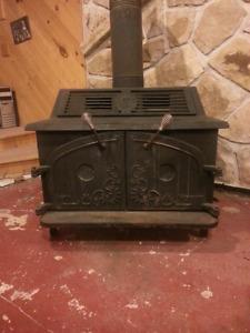 Poêle combustion lente Acorn Voyageur et sa cheminée