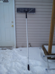 24 in. Extendable Snow Roof Rake