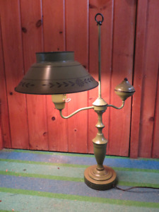VINTAGE RETRO TABLE METAL LAMP GREAT CONDITION ASKING $65 OR BES