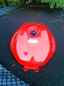 KAWASAKI NINJA ZX10R FUEL/GAS TANK  2004-2007 FROM  A 2005 Windsor Region Ontario image 1