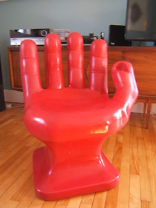 Chaise main  rouge