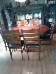 DINING /KITCHEN TABLE WITH 6 CHAIRS, VERY NICE CLEAN,