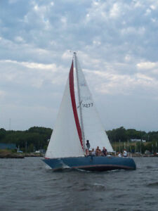 C&C 34 Racer/Cruiser Sailing Vessel for Sale