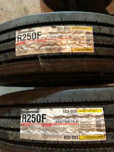 2 x Bridgestone R250F 225/70r19.5 Neuf/New