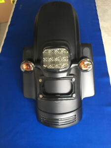 H-D REAR FENDER W/SMOKED TAIL LIGHT (BLACKED OUT)