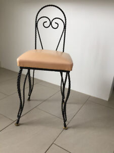 Petite Chaise de Vanitee En Fer Forge ** Small Vanity Chair