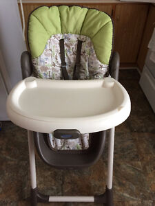 Slim Fold Graco High Chair-3 Trays,Harness,Washable Padding,etc
