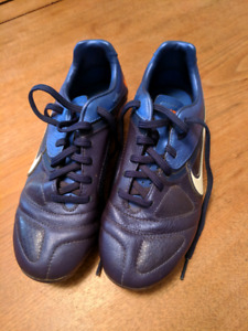 Nike girl's soccer shoes, size 3Y