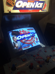 Stand-Up/Coin- Op Arcade : 2 On 2 Midway Open Ice