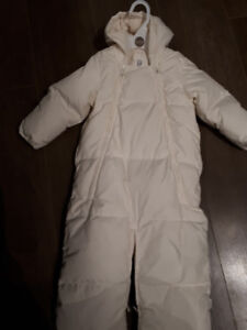 Never used NEW GAP infant down snowsuit outer (6-12 mo)