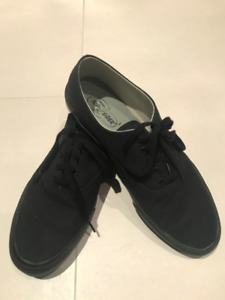 Selling Sperry Top Sider Sneakers/Shoes – (Blackout, 9.5US)