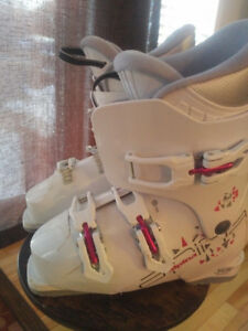 Ladies Size 240 Ski Boots