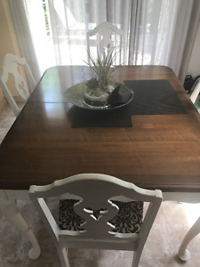Beautiful Mahogany 6 chairs and table