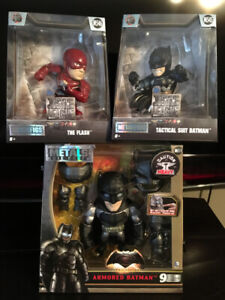 batman diecast metals figure light up eyes/flash /batman $20