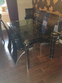 Lovely glass dining table and 4 chairs £70