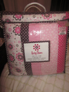 TWIN SIZE SPRING BLOOM QUILT WITH SHAM