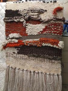 Oeuvre en macramé de laine fait a la main de plus de 50 ans