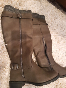 Boots $10 size 7